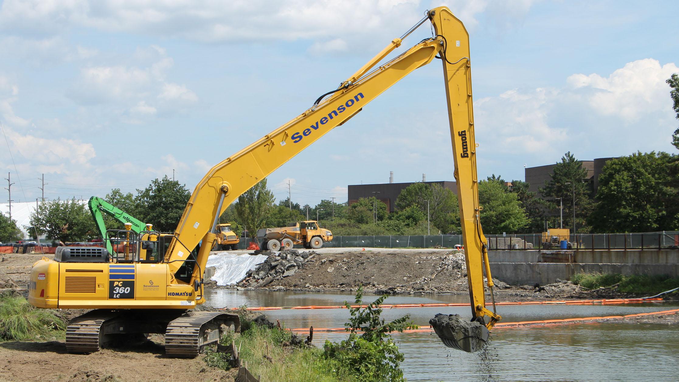 Consumer's clean-up on the Flint River, Flint, Mi