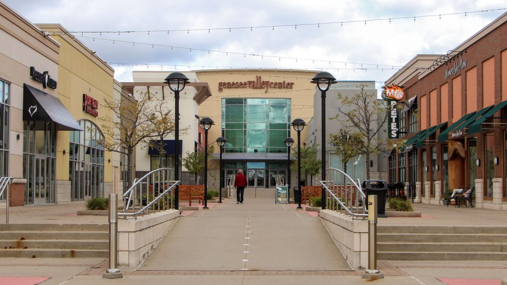 Genesee Valley Mall outside court, Flint Twp., MI