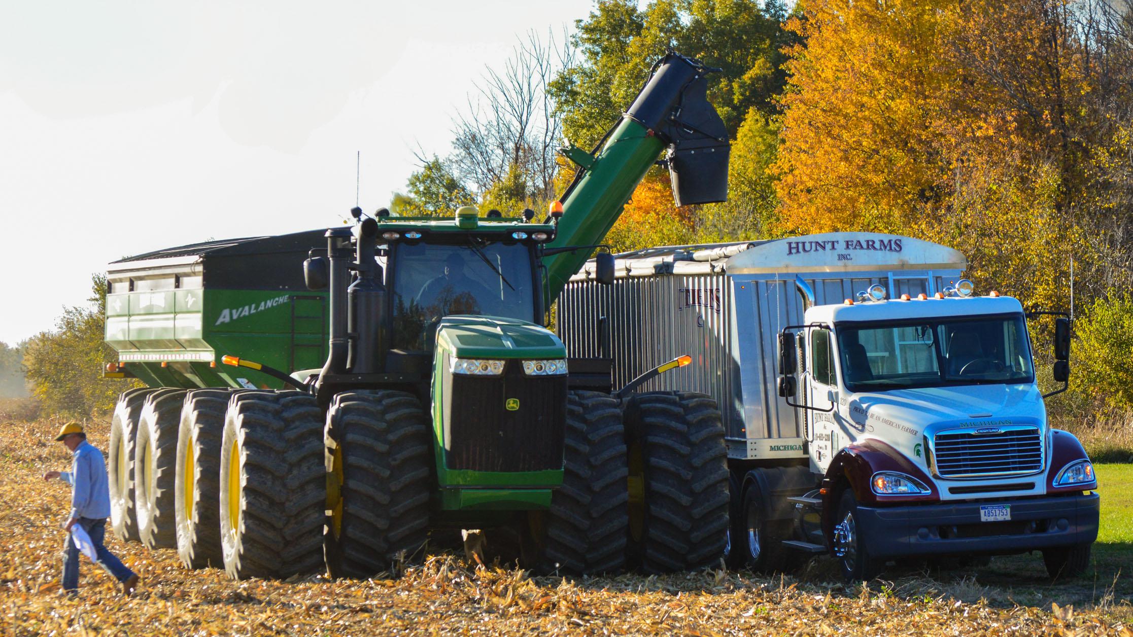 Hunt Farms harvesting corn, Genesee County, MI